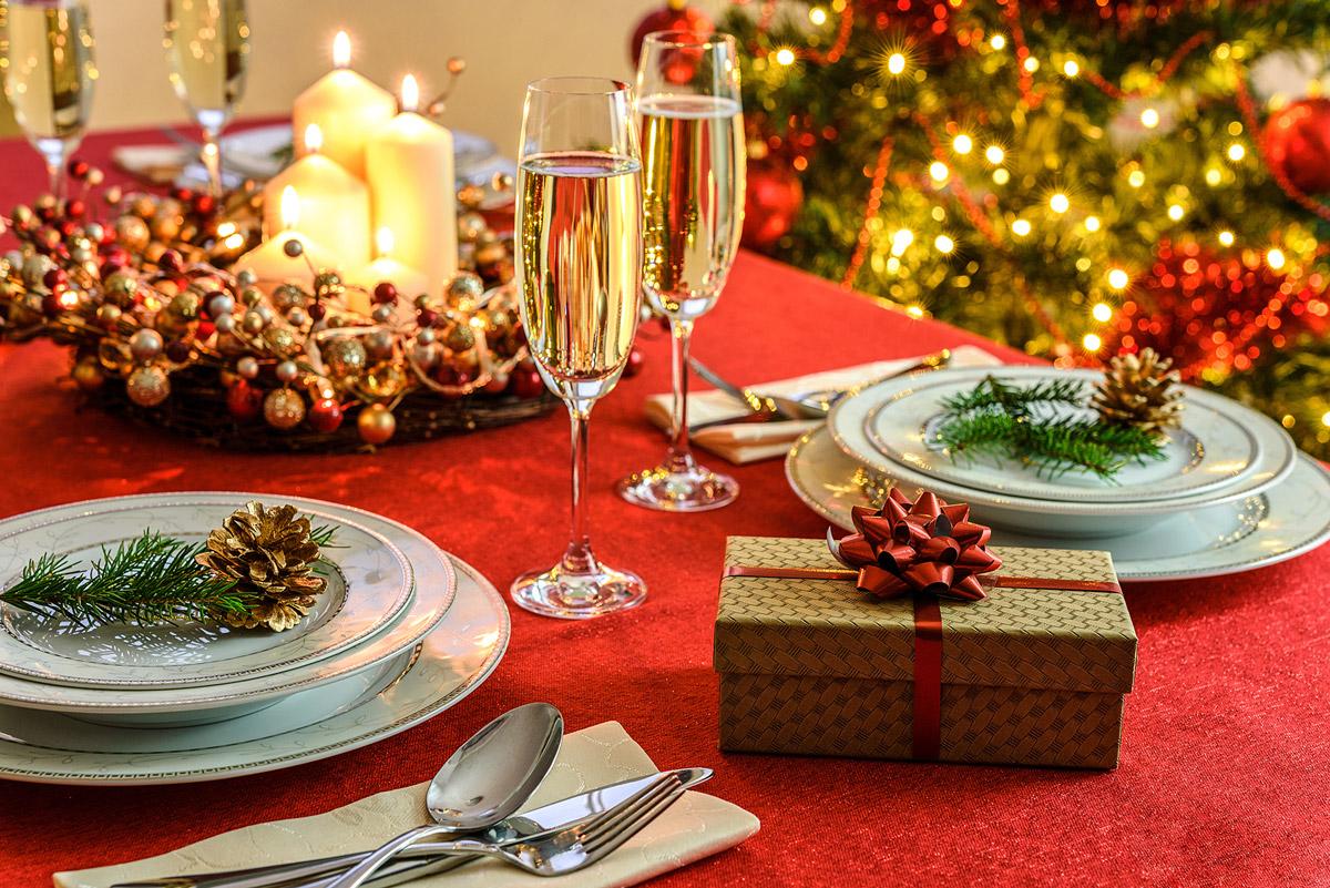Astuces et conseils pour bien décorer sa table de Noël