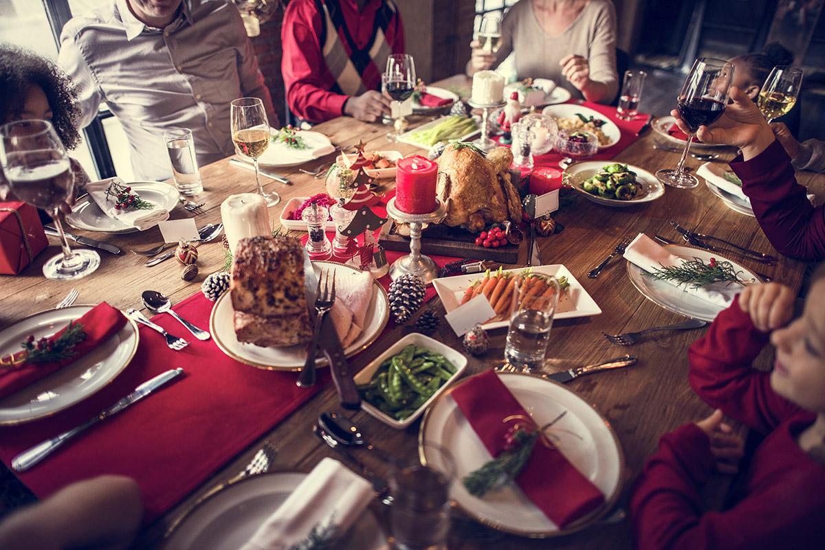 Un bon repas de Noël à partager en famille avec l'incontournable dinde aux marrons